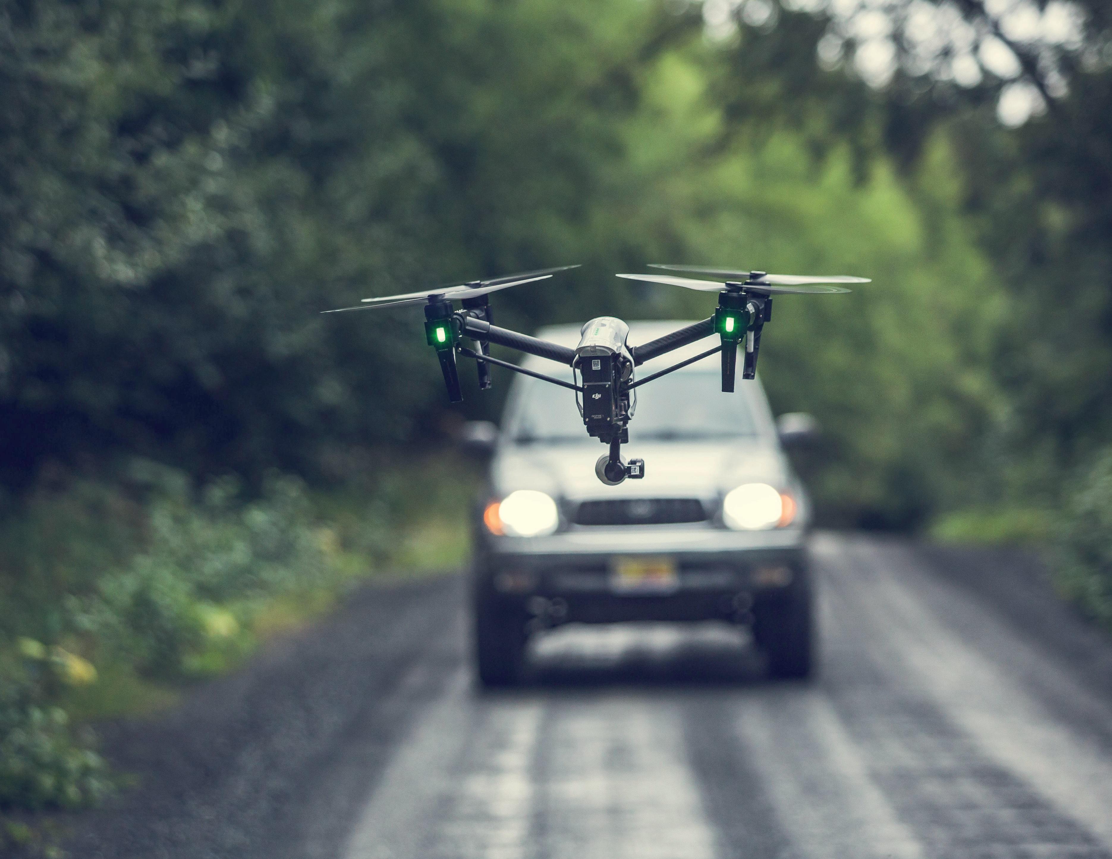 drone e autovettura